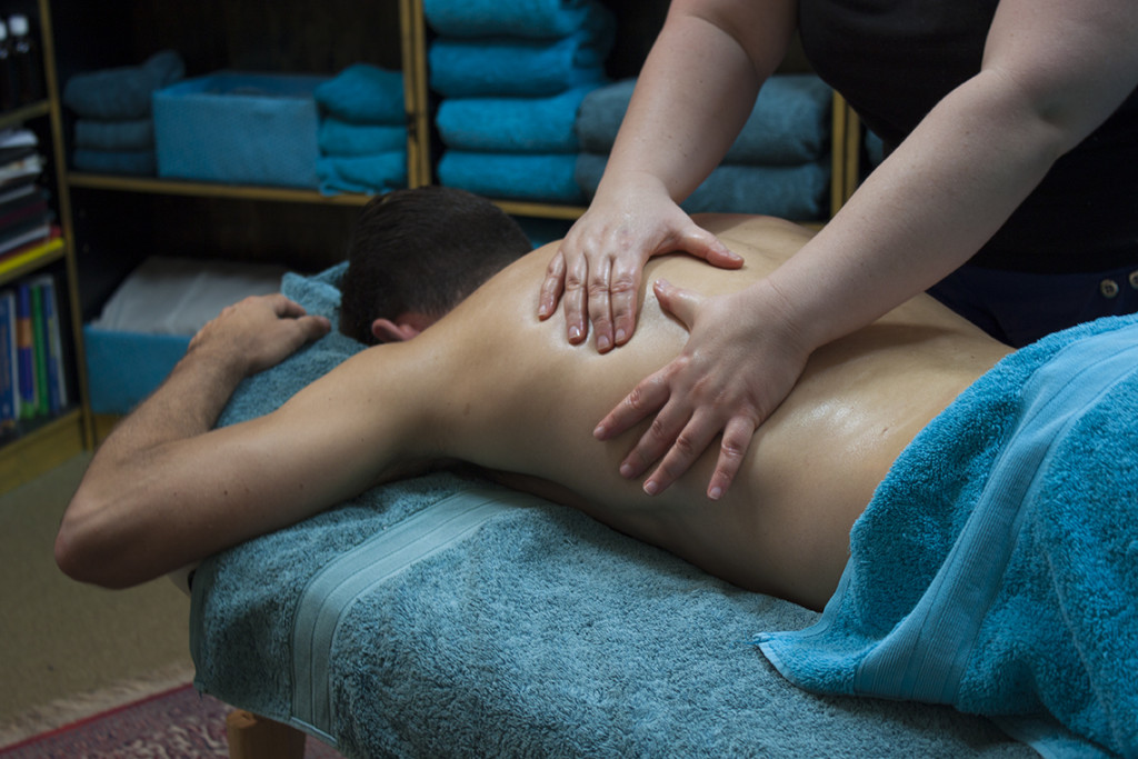 Hawaiian Lomi Lomi Massage performed on a male patient
